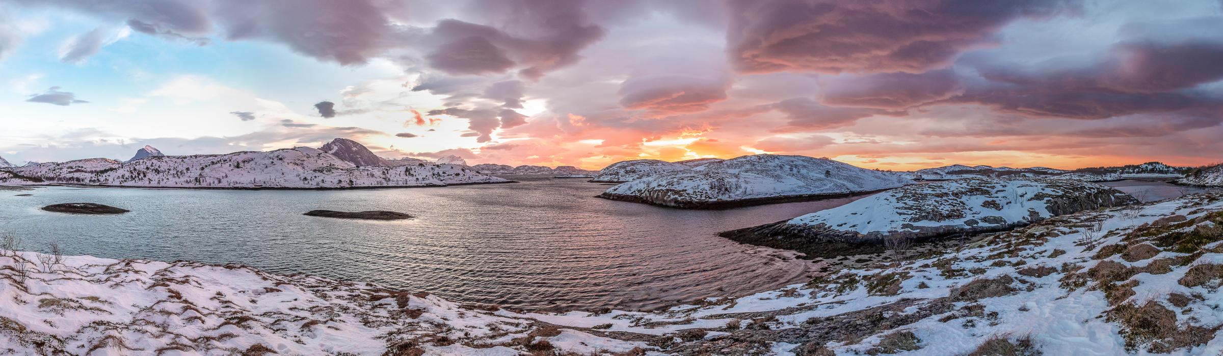 Sonnenuntergang an der Tjongsfjord Lodge