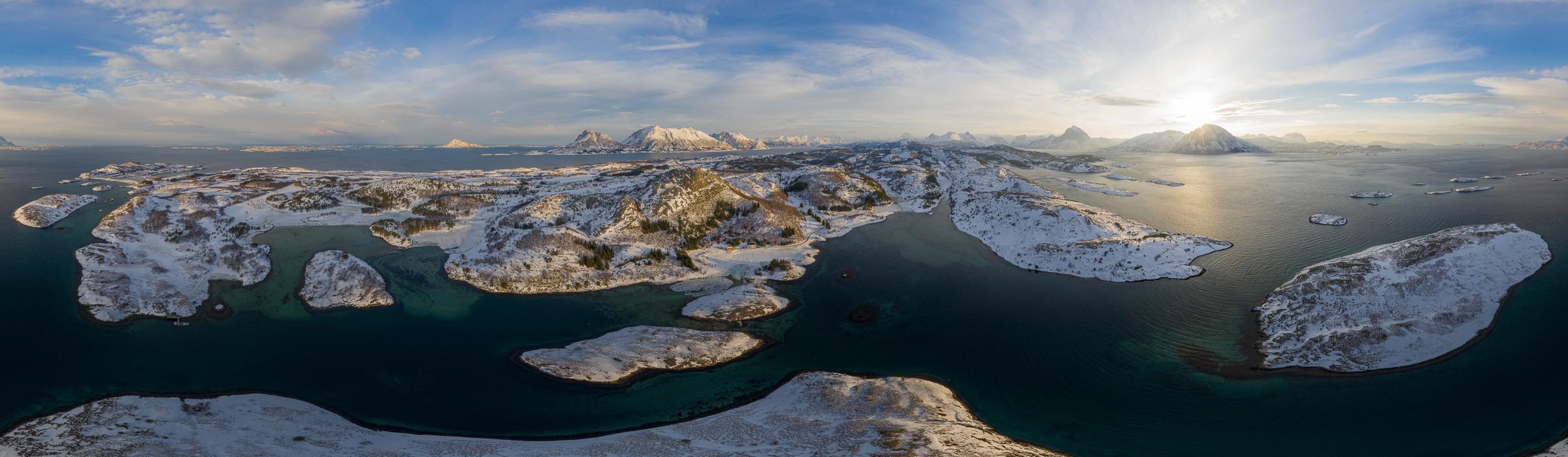 Drohnenaufnahme über dem Tjongsfjord